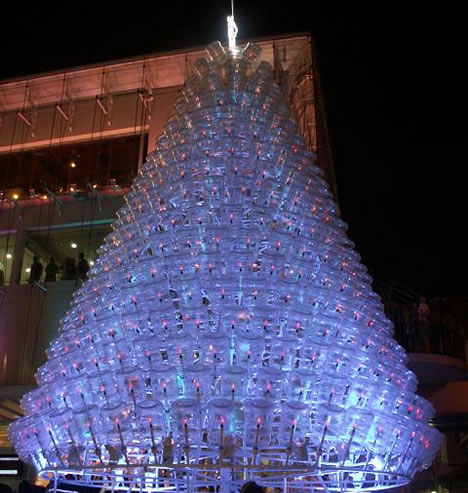 Christmas Tree Recycled Materials Big.18 Clever Christmas Trees Created With Recycled Materials