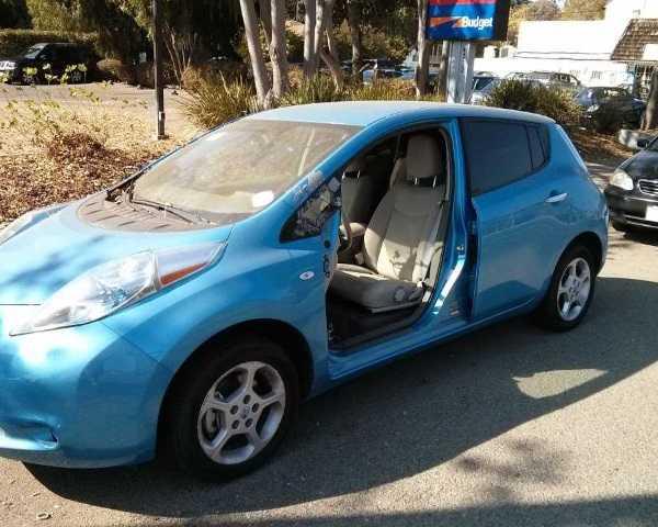 abandoned-electric-car-leaf1a