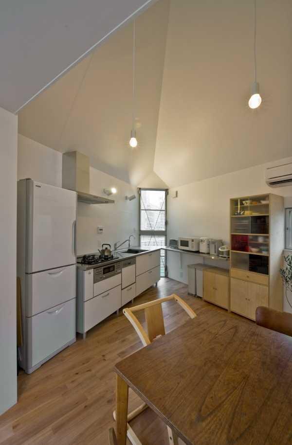 narrow-house-kitchen-1
