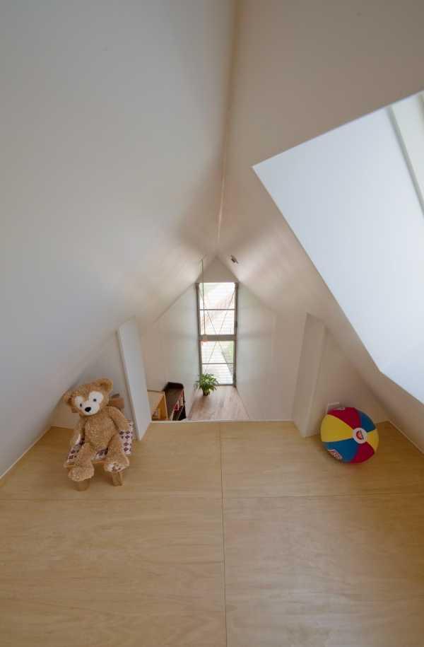 narrow-house-mezzanine-1